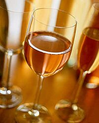 Die Prophylaxe des Alkoholismus unter den Teenagern in der Schule
