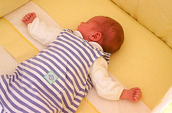 Warum Babys Nicht Auf Dem Bauch Schlafen Sollten Wwwkinderaerzte